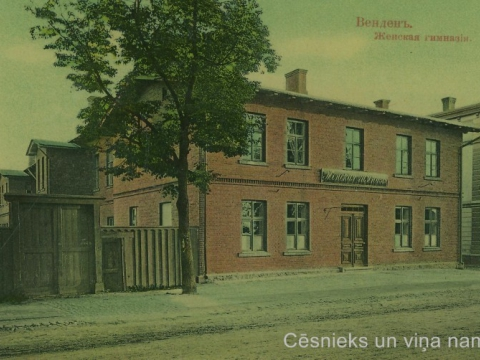 K. Apkalnes sieviešu ģimnāzijas ēka Cēsīs, Raunas ielā 7, ap 1910. gadu. - CM 63250