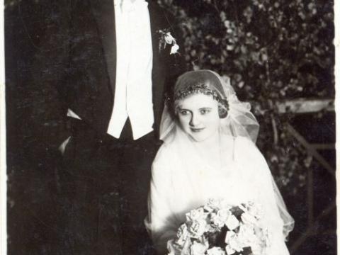 Nama Cēsīs Raunas ielā 1 īpašnieks K. Derums kāzu dienā, 20. gs. 20. gadi; CM 110082