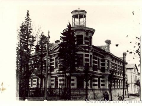 Cēsis, nams Raunas ielā 1 pēc kapitālā remonta 1948. gadā.