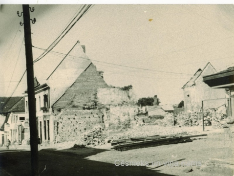 View of ruins of the bildings, 1945; CMzp 43
