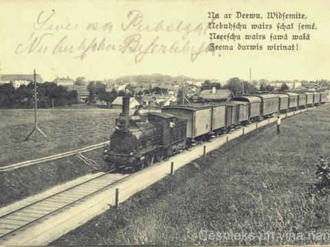 Vilciens uz Cēsu panorāmas fona, 20. gs. sākums. Pastkarte adresēta H. Missiņ jkdzei, nav nosūtīta pa pastu; CM 72490