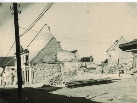 Skats uz sagrautajām ēkām Rīgas ielā , 1945. gads; CMzp 43