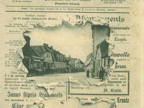 Pastkartē labi redzami nami Rīgas ielas labajā pusē - Rīgas iela 11, Rīgas iela 13 un nams, kura vairs nav  - Rīgas iela 15