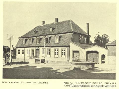 """Nams L. Līvu ielā 1 ar pagalma vārtu ailēm 20. gs. sākumā. Attēls grāmatā """"Jahrbuch der Bildenden Kunst in den Ostseeprovinzen. VII.Jahrgang. Riga, 1913. - 22.lpp."""