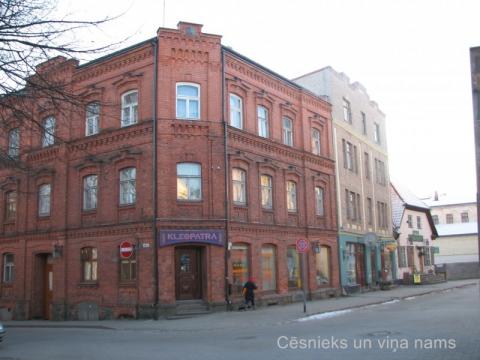 Nami Rīgas ielā 9 un Rīgas ielā 11, 2014. gada janvārī. D. Cepurītes foto