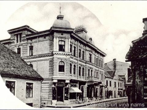 Nams Cēsīs, Rīgas ielā 18, uzcēlis I. Hoppe 1899. gadā