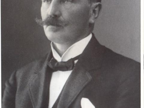 Aleksandrs Ottosons (1860 -1913), Cēsu pilsmuižas pārvaldnieks, gruntsgabala Raunas ielā 2 īpašnieks; CM 2419