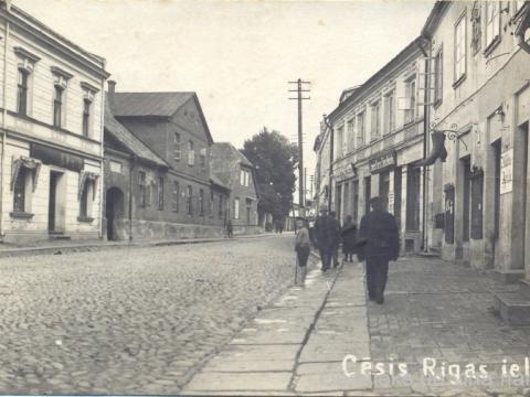 Cēsis, Rīgas iela ap 1921. - 1924. gadu.