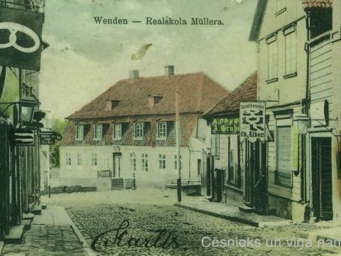 Cēsis, Rīgas iela un nams L. Līvu ielā 1, K. Millera privātā sešklasīgā reālskola, ap 1908.g.