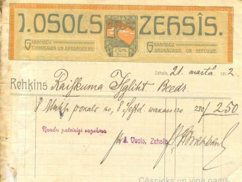 J. Ozola grāmatu uzņēmuma rēķins, izdots 1912. gadā. Uzņēmuma logo uz rēķina izveidots, lai saglabātu J. Ozola piemiņu;  CM 30783
