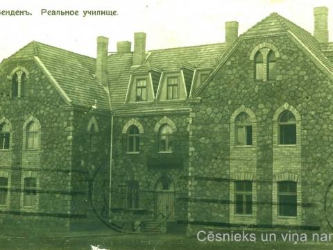 Cēsu zēnu reālskolas ēka Raunas ielā 2 ap 1911. gadu; CM 16234