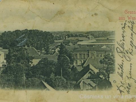 Cēsis, skats uz ēkām Pils ielā, uz Valmieras ceļu un izstāžu paviljonu torņiem, 20. gs. sākums