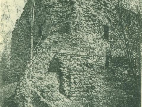 Cēsu pils drupu rietumu tornis 20. gs. sākumā