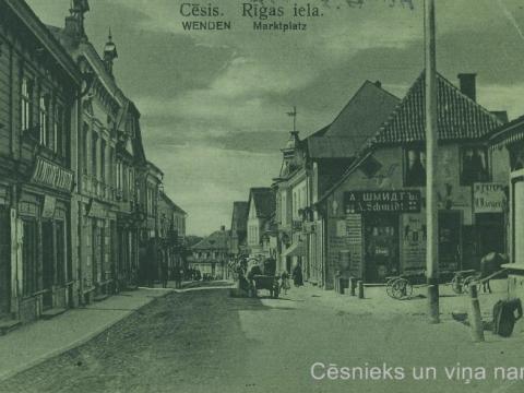 """""""Mājup no tirgus"""" - Cēsis, Rīgas iela 20. gs. sākumā"""