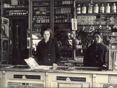 Nama Rīgas ielā 9 (agrāk 11)  īpašnieka J. Vitenberga veikala iekšskats ap 1930.g.; CM 101277