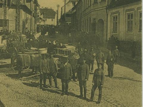 Cēsis, Līvu laukums un Rīgas iela tirgus dienā 1918. gadā