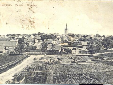 Cēsu panorāma no Zirņu kalna 20. gs. sākumā